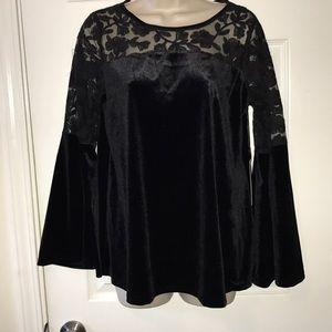 velvet and Lace bell sleeve top Sz M NWT
